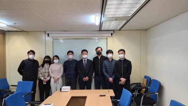 가. 2021년 2월 24일 수요일 송별회 사진(마스크 착용).jpg